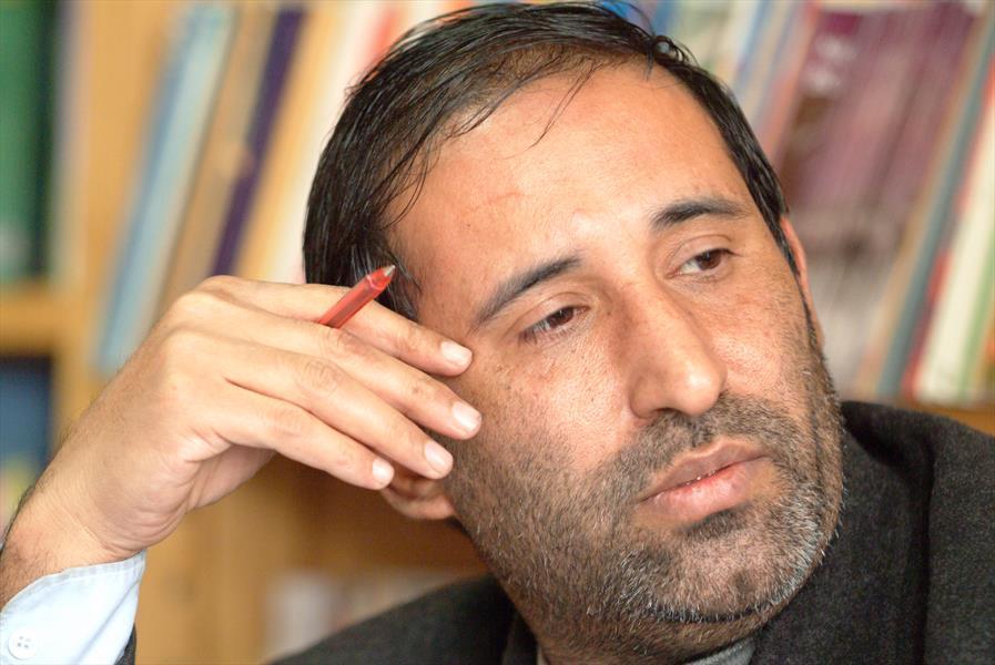 قزوه، «کهن دژ» را به سوره مهر تحویل داد/ اشعاری در مورد مصدق، کاشانی، نفت و 28 مرداد