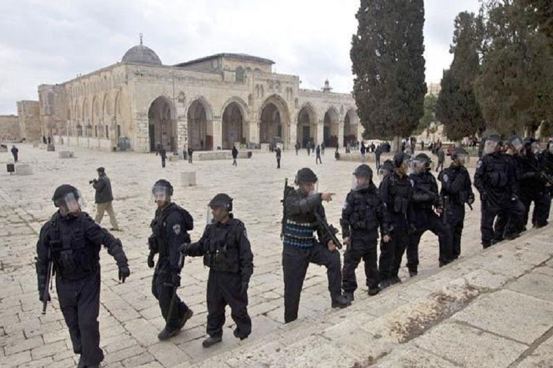 شکستن پنجرهها و حمله به زنان در مسجد الاقصی
