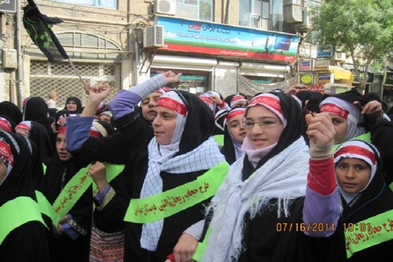 رادیو زمانه: حجاب باعث تحقیر و انزوا دختران و مخالف با حقوق زنان است!