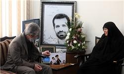 جمعی از اهالی رسانه با خانواده شهید احمدیروشن دیدار میکنند