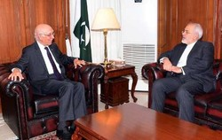 Zarif discusses regional security with Pakistani official