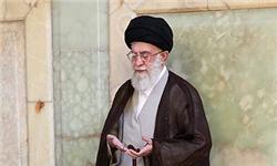 رهبر معظم انقلاب بر پیکر آیتالله تهرانی نماز میخوانند