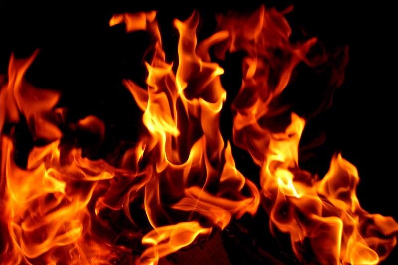 آتشسوزی گسترده در انبار ۵۰۰ متری کالا