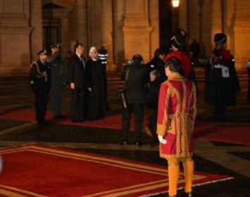 President Rouhani officially received, meets Italian PM
