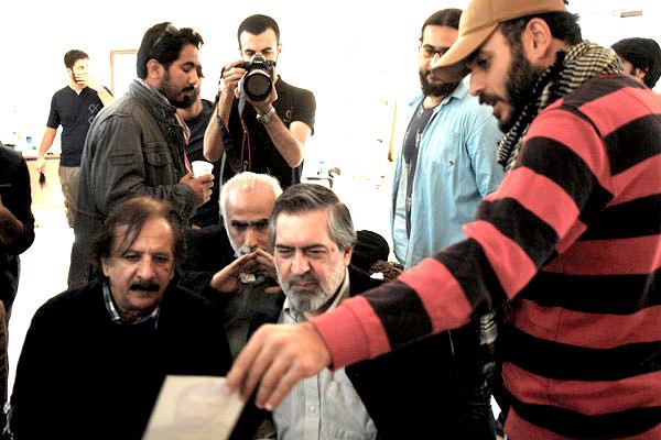 فرصت فکرکردن به جشنواره فجر را نداشتم/ «ایستاده در غبار» مخاطبان را راضی از سینما خارج میکند/روش نوینی در تبلیغ فیلم داریم/دوست دارم فیلم امام موسی صدر را بسازم