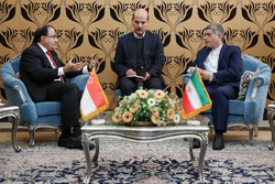 Iran, Singapore seal investment deal