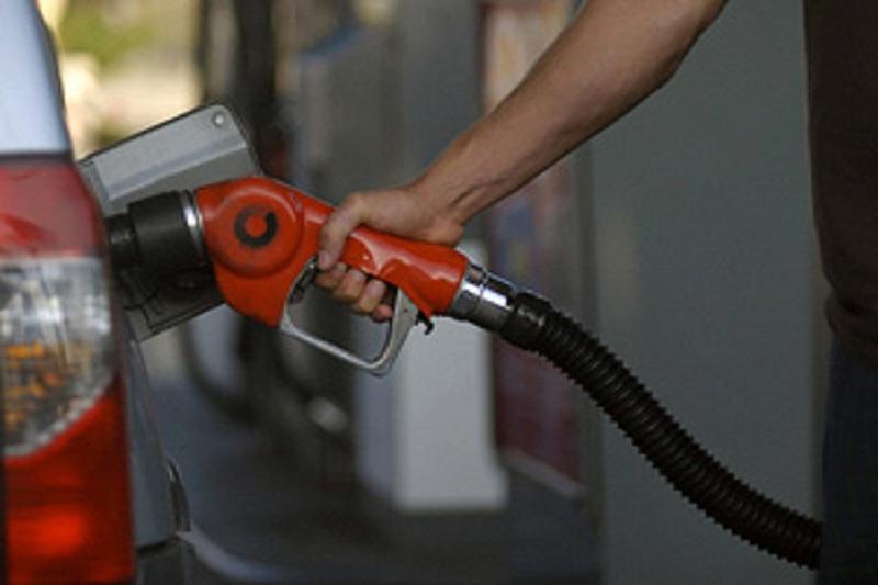 کارت سوخت حذف می شود/ جایگاههای سیار به کمک مسافران می آید