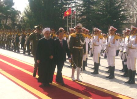 President Rouhani officially welcomes Vietnamese counterpart