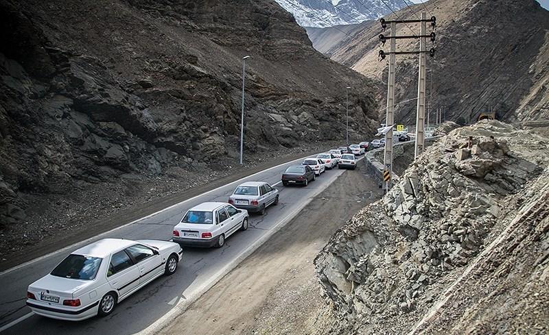 ترافیک نیمه سنگین در آزادراه کرج-قزوین/ ترافیک سنگین جاده چالوس در محدوده سد کرج