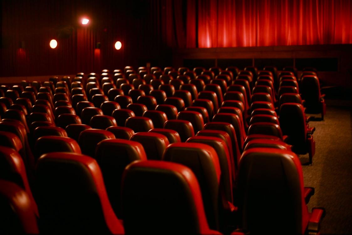 نگاهی به سیمای سینمای ایران در سال 1394/ از کلید واژه امید تا دربهای بسته سینمای ارزشی/ برجامی که چراغ سینما را روشن نکرد