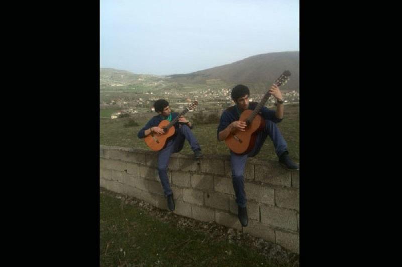 دوقلوهای «پایتخت» خواننده شدند/ خواندن تیتراژ یک فیلم