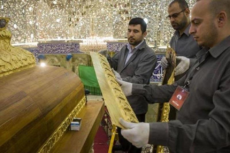 عکس: مراحل پایانی نصب ضریح حضرت ابوالفضل(ع)