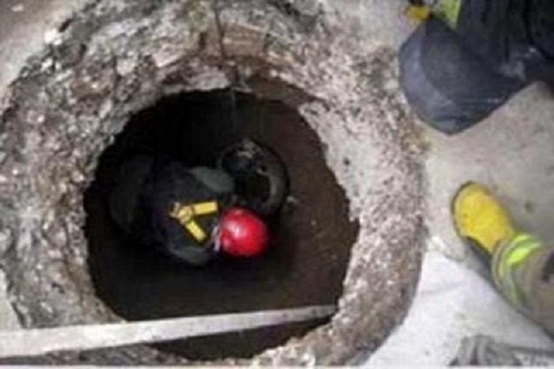 مدفون شدن کارگر جوان زیر آوار چاه
