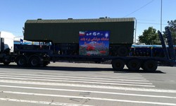 Iran unveils S-300 missile system in Army parades
