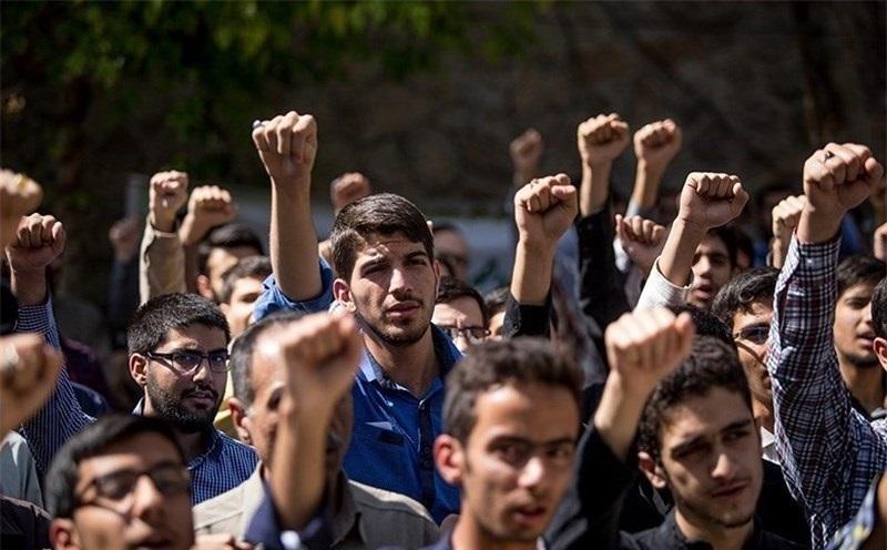 دانشجویان مقابل دفتر رئیس دانشگاه تهران تجمع کردند + تصاویر