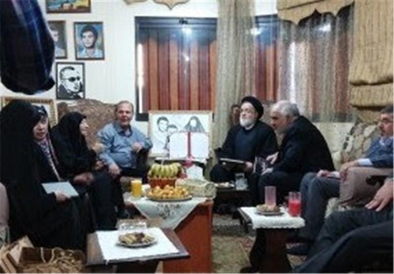 دیدار رئیس بنیاد شهید با خانواده شهید مغنیه و ادای احترام به شهدای مقاومت لبنان