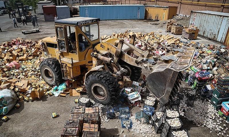امحای ۱۵ میلیارد تومان کالای قاچاق زیر غلتک و در میان شعلههای آتش