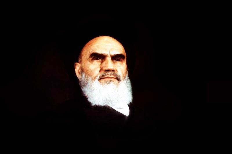 عتبهبوسی امام رضا(ع) آرزوی من است/ تمام قدرتها محتاج توجه خاص امام رضا(ع) هستند