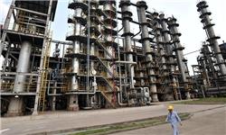 ضرر ۲.۲ دلاری شرکت ملی نفت از فروش هر بشکه نفت به پالایشگاهها و نقش قوانین غلط در توسعه خامفروشی