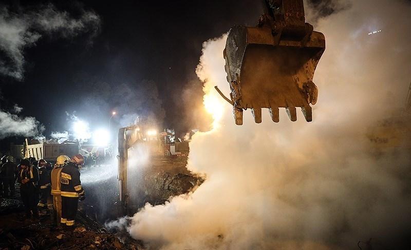 وضعیت در شمالغربی پلاسکو بحرانی است/ با آهن مذاب روبهرو شدیم/انتقال بیش از ۱۸ هزار تن آوار
