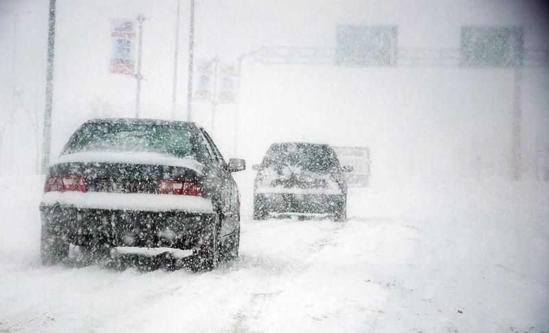 کمکرسانی تیپ مخصوص سپاه در گیلان به مردم گرفتار در برف