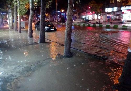 بارندگی و تگرگ شدید سبب آبگرفتگی معابر در کرمانشاه شد