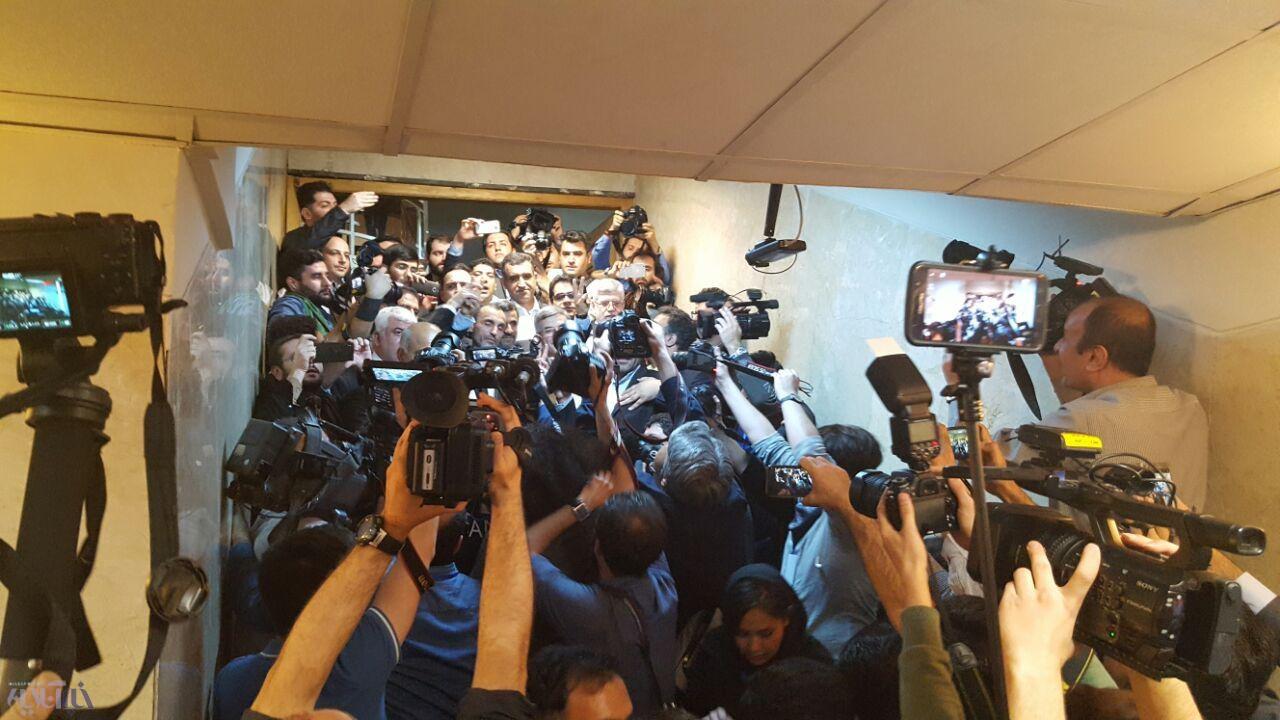 عکس/احمدی نژاد نامزد انتخابات ریاست جمهوری شد