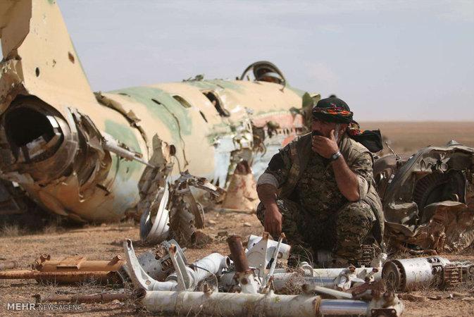 گزارش تصویری: بازپس گیری فرودگاه نظامی رقه از داعش