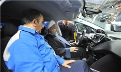 شوی تبلیغاتی دولت با خودروهای گران قیمت/ پژوی ۱۰۰ میلیونی؛ نتیجه وعده تولید خودرو مردمی