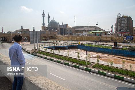 (تصاویر) جاری شدن سیلاب در رودخانه قم