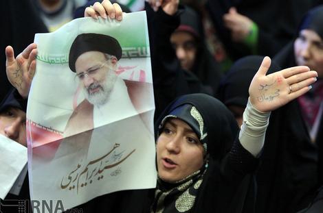 (تصاویر) بانوان حامی رئیسی در مشهد