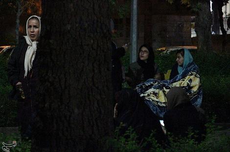 (تصاویر) مردم بجنورد شب را بیرون خانه گذراندند