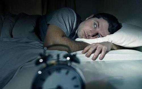 مضرات بی خوابی بر ذهن و بدن