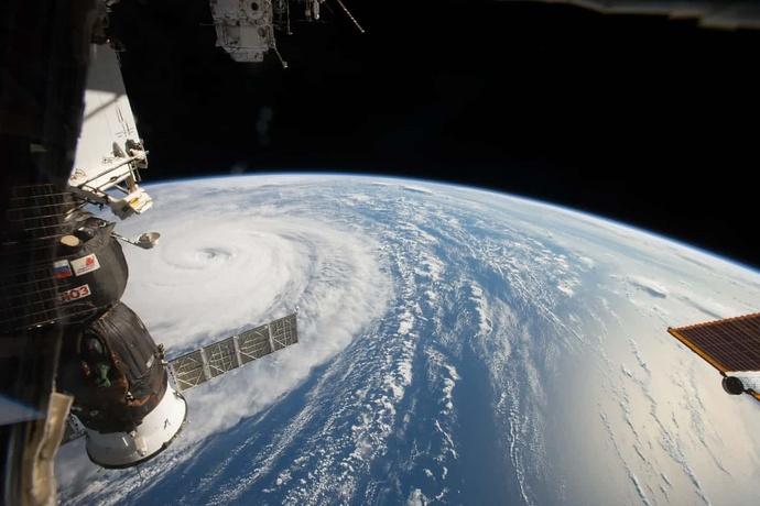 عکس خارقالعاده ناسا از توفان روی زمین