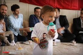 بوسه رهبر انقلاب بر فرزند شهید حججی+عکس