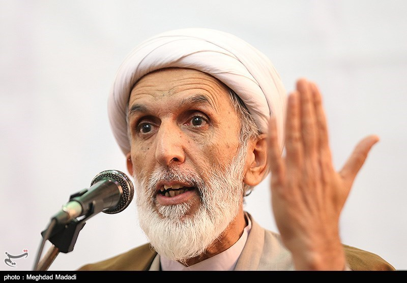 کاهش نرخ جمعیت توطئه دشمن برای براندازی انقلاب اسلامی است