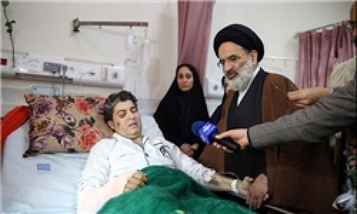 عیادت نماینده رهبر انقلاب از مصدومین زلزله کرمانشاه