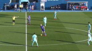 اشتباه خنده دار مهاجم لگانس برابر بارسلونا!