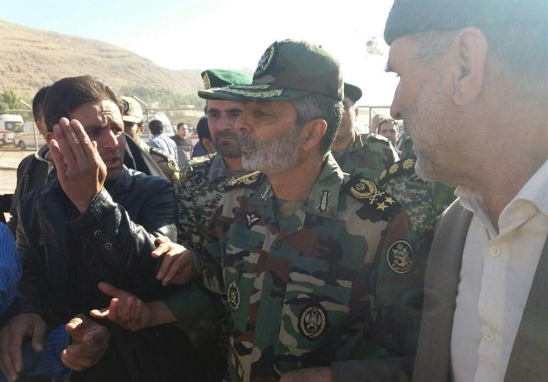 زلزله کرمانشاه | حضور مجدد فرمانده کل ارتش در مناطق زلزله زده غرب کشور + تصاویر