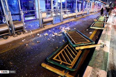 تخریب اموال عمومی توسط اغتشاشگران+گزارش تصویری