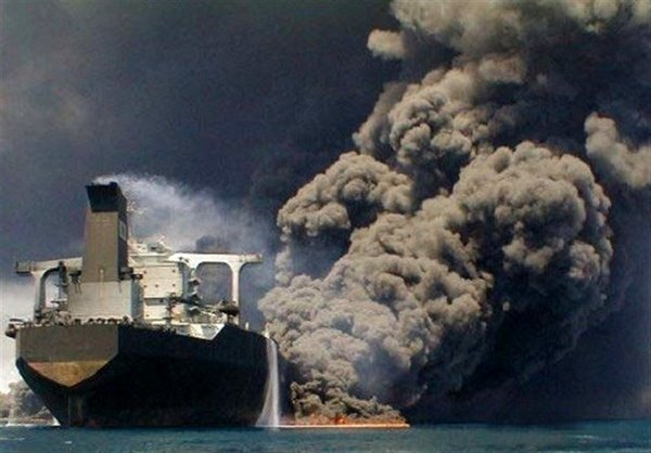 احتمال خاموش شدن حریق نفتکش ایرانی تا فردا ظهر