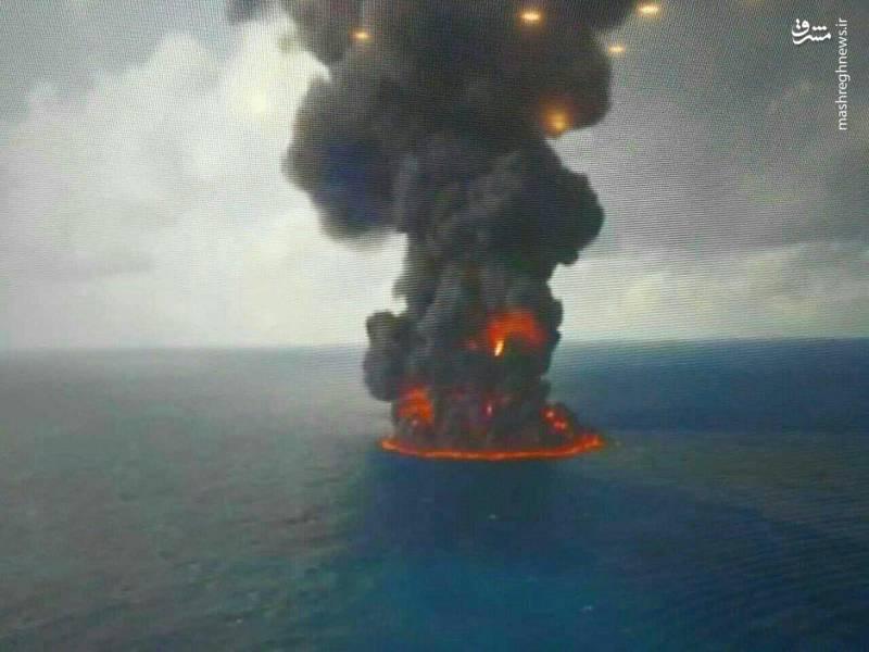 تصویری هولناک از نفتکش گداخته و شعلهور