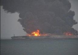 سوخت سمی سانچی در حال نشت به دریاست