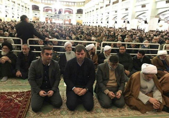 حضور سرمربی ترکیهای تراکتورسازی در نماز جمعه تبریز+ عکس