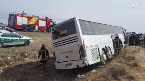 واژگونی اتوبوس در جاده شیراز+عکس
