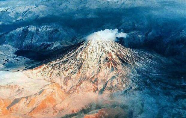 تصویری زیبا از قله دماوند+عکس