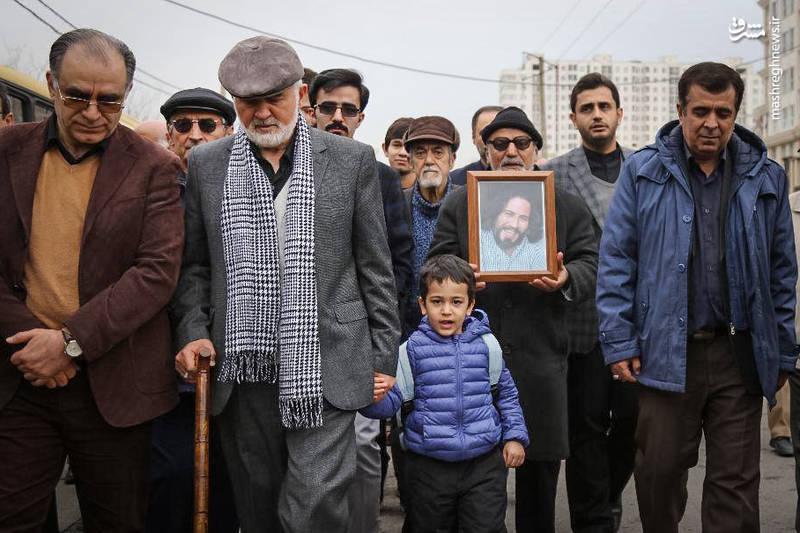 عکس/ احمد توکلی در تشییع فرزندش