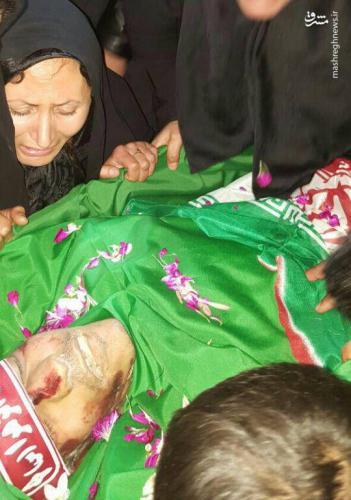 مادر شهید خیابان پاسداران بر پیکر فرزندش+عکس