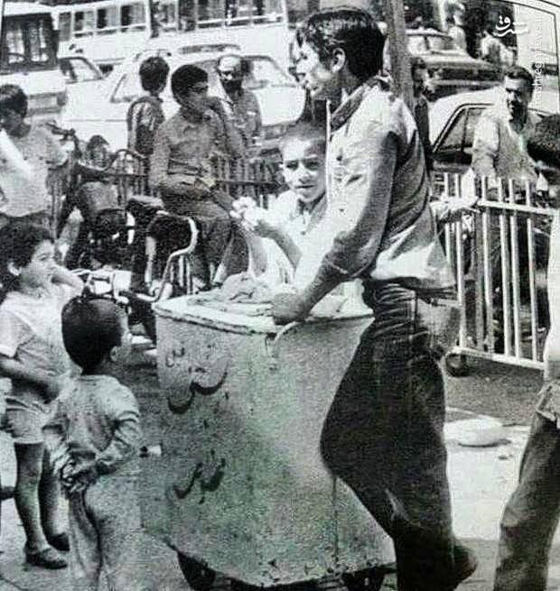 عکس/ بستنی فروش دورهگرد؛ سال ۵۳