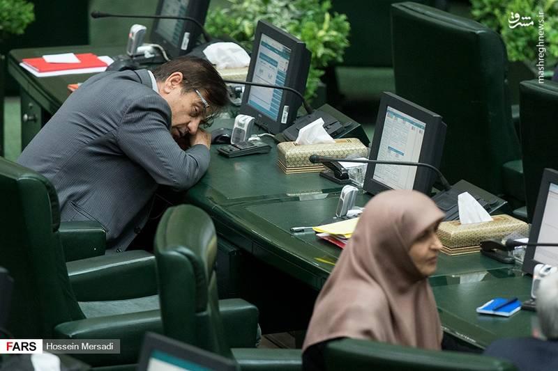 عکس/ خواب آلودگی بهاری در مجلس